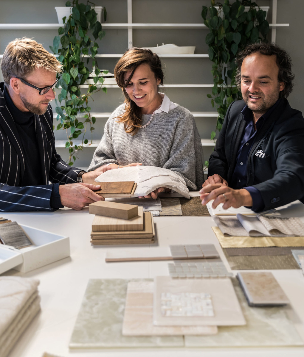 Bart Bouwhuis (left) and Marnix Hoekstra (right), the two creative directors of Vripack, discuss materials for the interior.