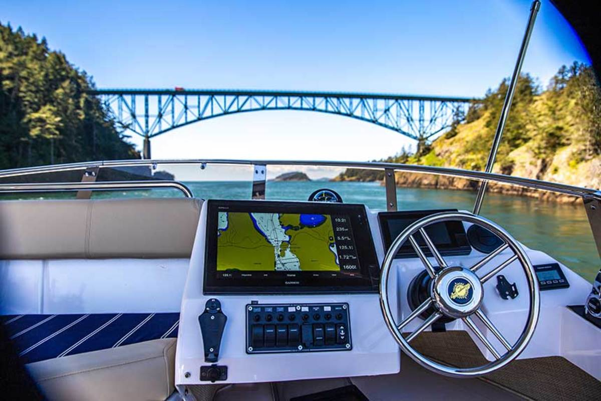 The visibility over the bow and smartly arranged flybridge console makes driving al fresco a breeze