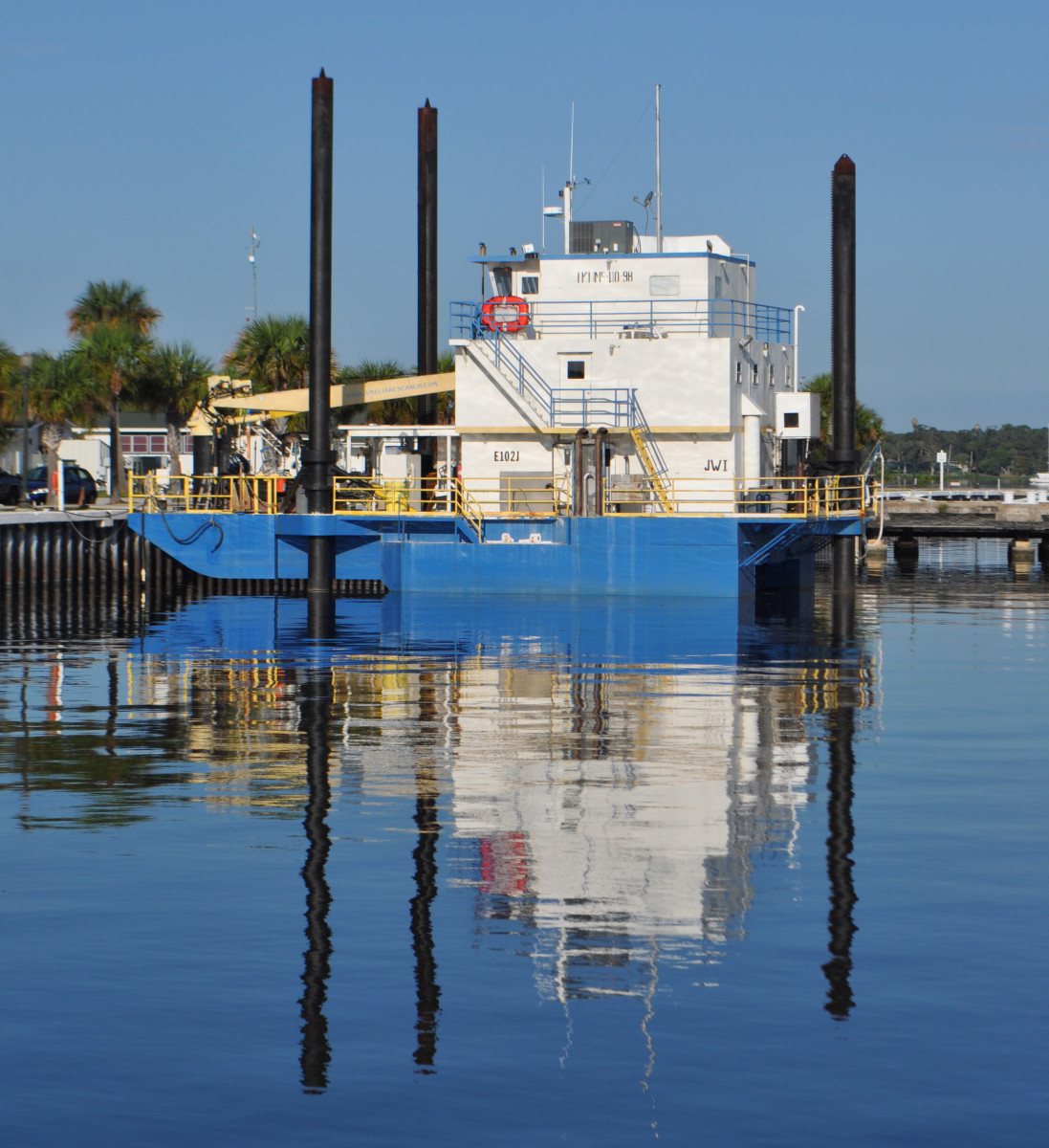 This industrial application of the same concept is a treasure hunting barge, which works the Atlantic Coast of Florida. When the waves roll in, the hull cranks up.