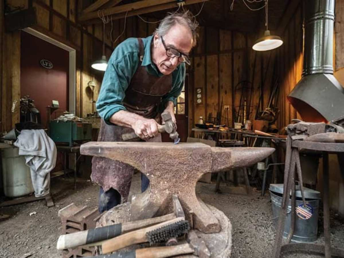 Louchard hammers out a curved gouge from the forge. (photo Dieter Loibner)