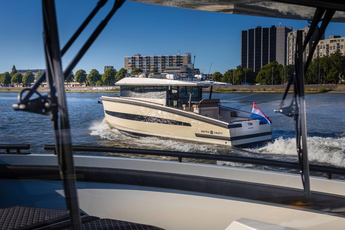 The builder purposefully kept the design minimal and simplistic in order to fulfill the mission of a hassle-free boat with low running costs.