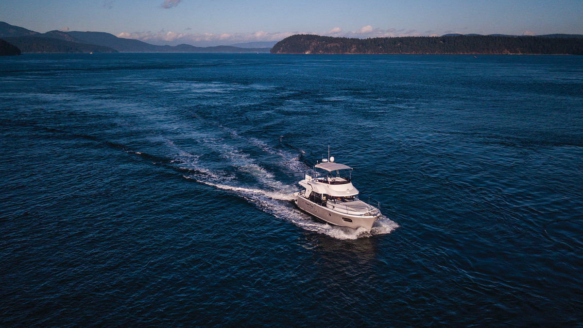 The Beneteau 35 cruises comfortably and economically at 10 knots.