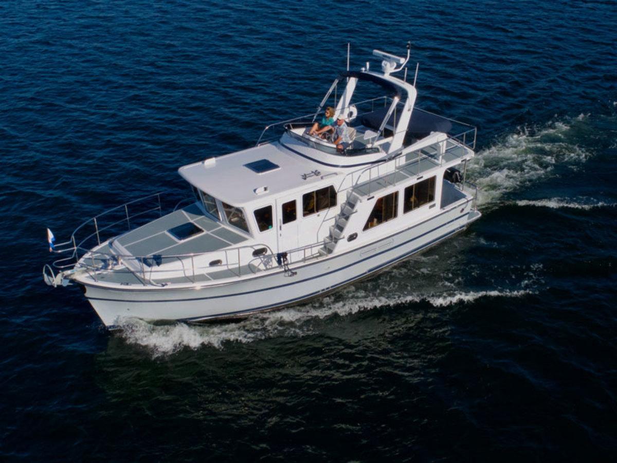 Helmsman Trawlers 2019 38E Pilothouse