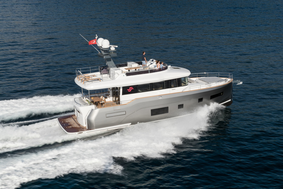 PassageMaker Magazine - Modern Classic: The Sirena 58 2