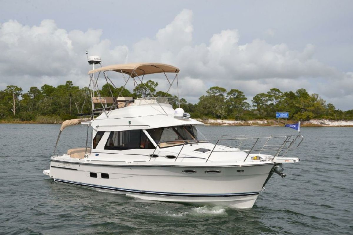 Cutwater 30 Command Bridge. Sundance Yachts will also be displaying a Cutwater 24, Cutwater 28, Cutwater 30 and a Jeanneau NC 895 and Jeanneau Velasco 37.