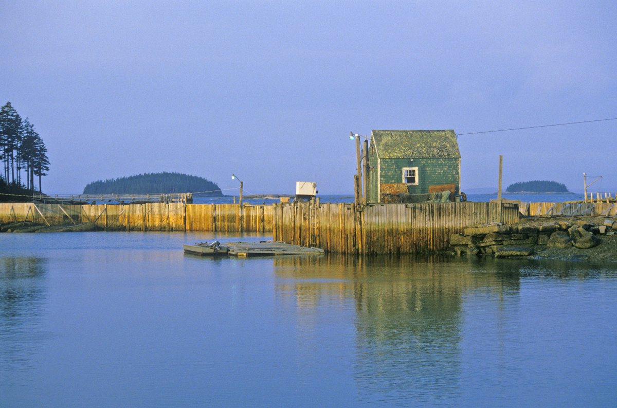 Penobscot Bay embodies all that is the Maine coast: charming working waterfronts, extraordinary gunkholing, rocky shorelines and islands aplenty.