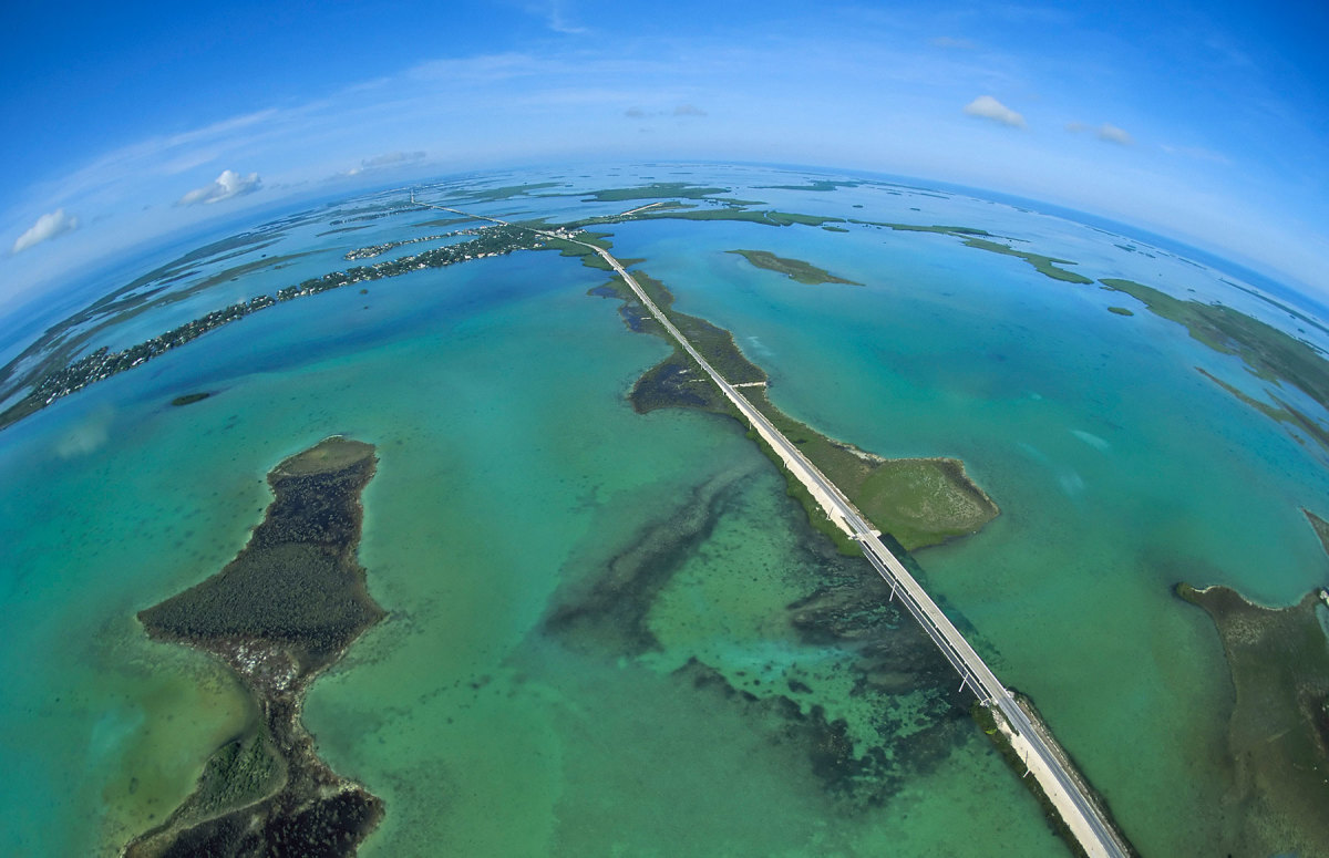 US1 slices through the Florida Keys, where the Gulf meets the Atlantic.