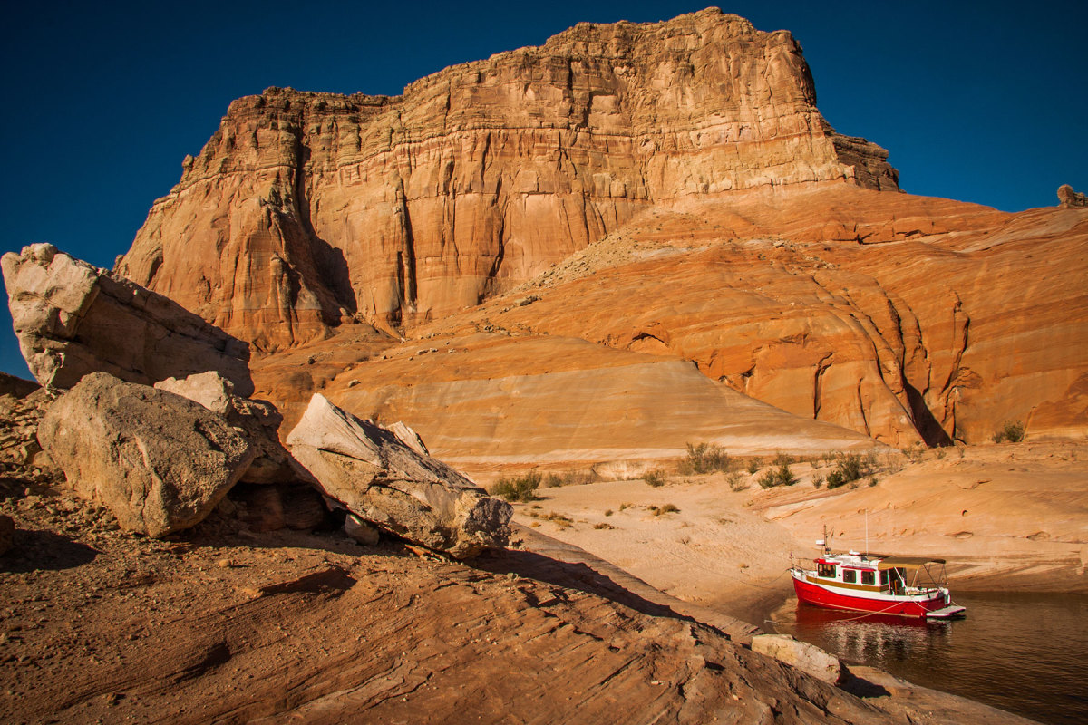 The Favors' Ranger Tugs R-27, launched from the trailer and set to explore Lake Powell, straddling the border between Utah and Arizona, a rather unique backdrop for such a boat.