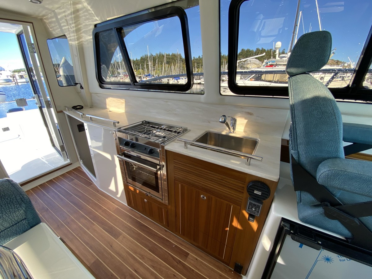 The galley is fully equipped and centrally located providing easy access to the dinette and the cockpit.