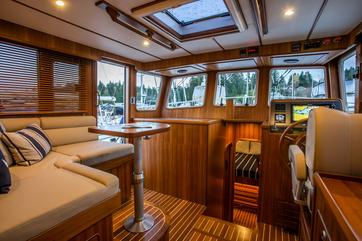 The low-rise pilothouse, which has excellent visibility and open communication with the salon, is also a social area, while underway or in port.