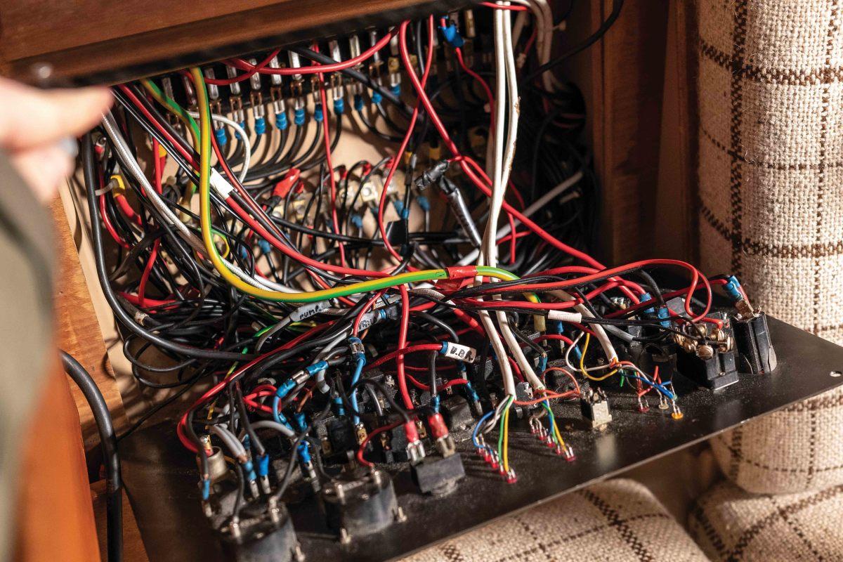 web troubleshooter boat wiring AdobeStock_267840469