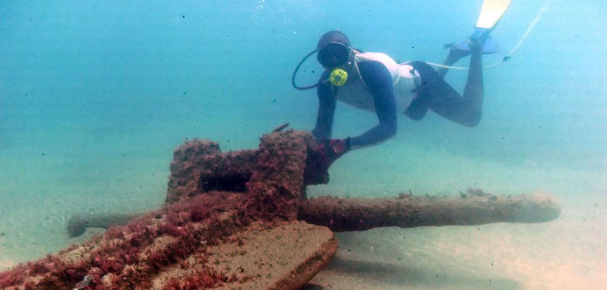 big-anchor-underwater-cropped-2