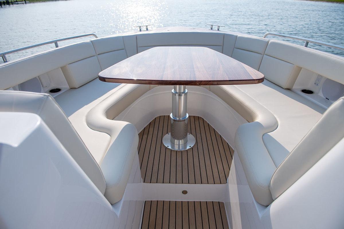 mjm-yachts-3z-bow-area-table