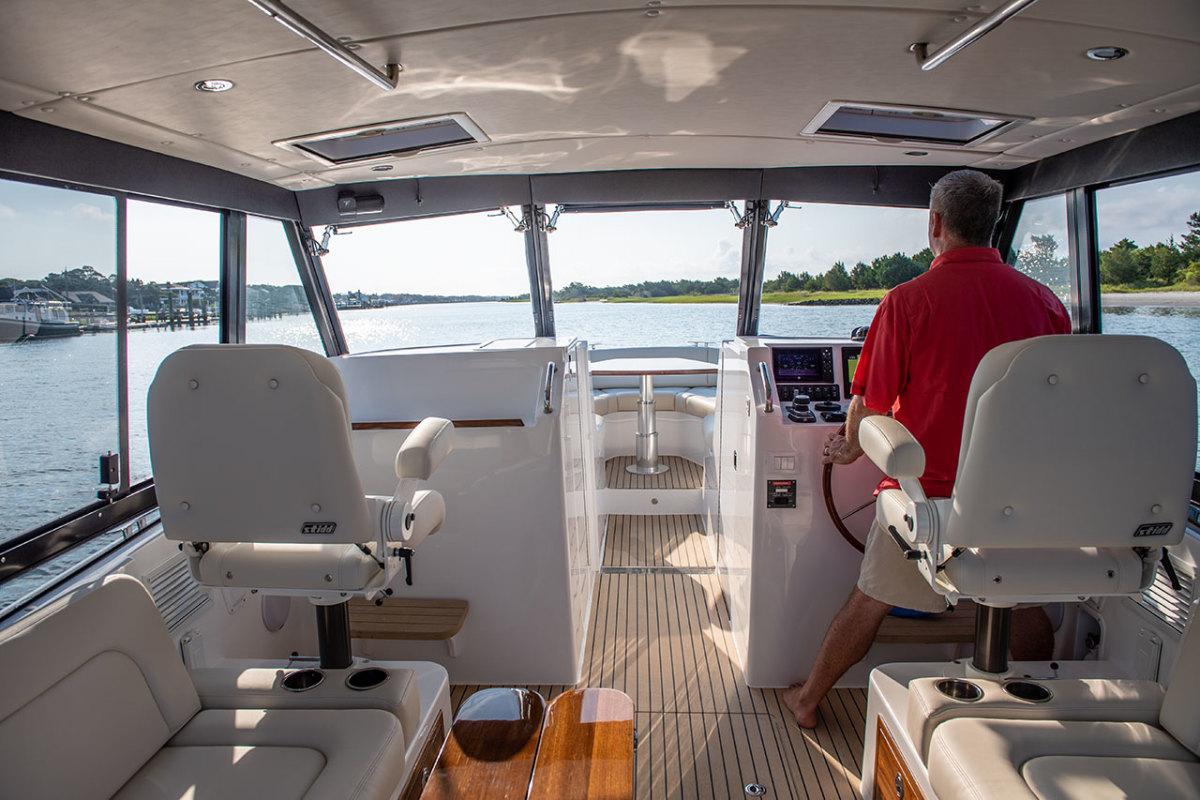 mjm-yachts-3z-pilothouse